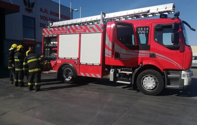 Bombeiros combateram incêndio urbano em Sines