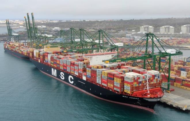 Porto de Sines recebeu este sábado o maior porta contentores do mundo