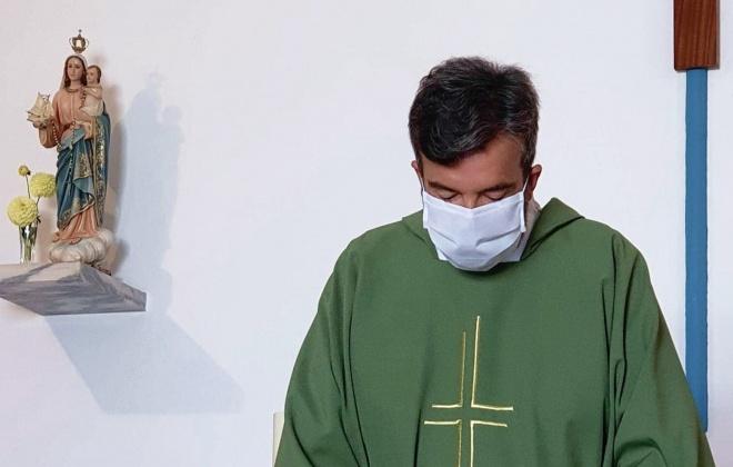 Padre Júlio Lemos vai manter-se em São Teotónio