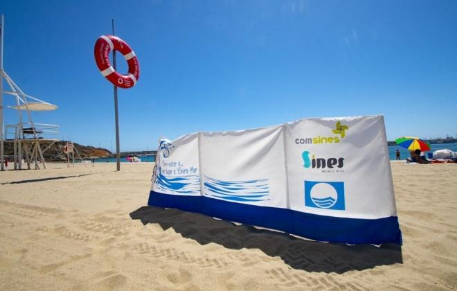 COMSINES apoia distribuição de 750 para-ventos em praias do concelho de Sines