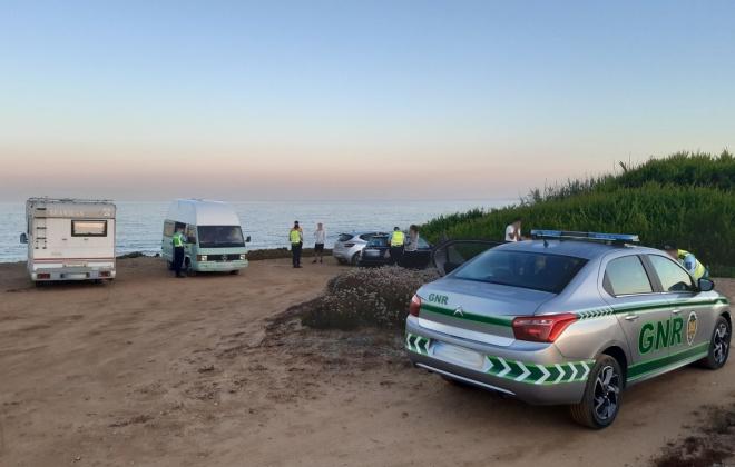 GNR regista 59 infrações por campismo e caravanismo ilegal no Litoral Alentejano