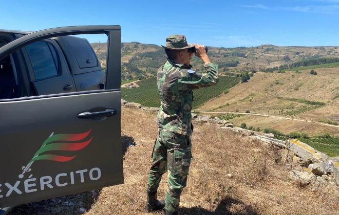 Militares prolongam presença no terreno para prevenir incêndios durante o fim de semana