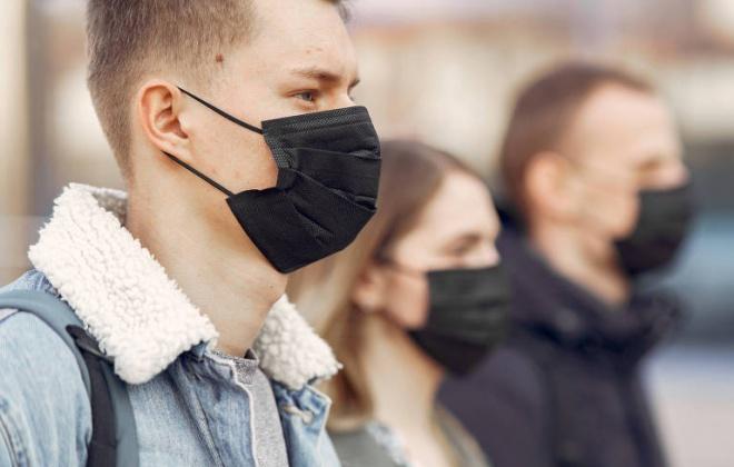 Covid-19: Parlamento renova até meio de setembro obrigação de usar máscara na rua