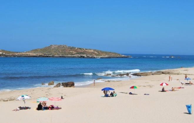 Praias da Ilha do Pessegueiro e Morgavel ainda não têm nadadores salvadores