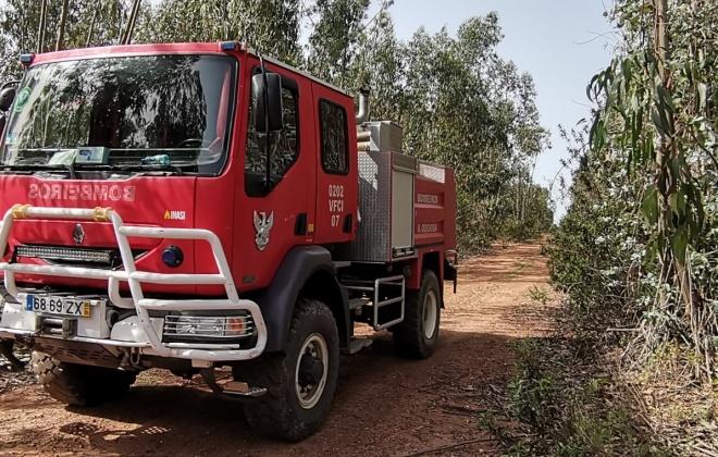 Bombeiros combatem incêndio em Sabóia, Odemira
