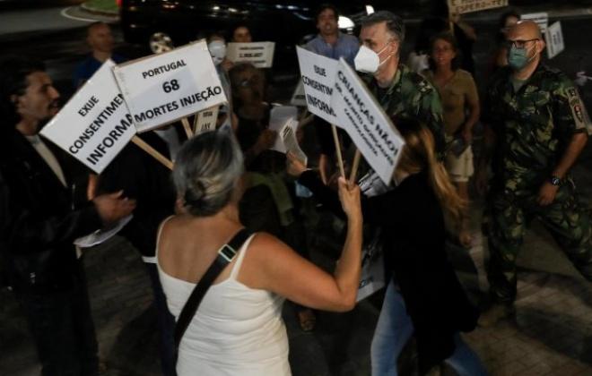 Sindicato preocupado com a violência de manifestantes anti-vacinas sobre jornalistas
