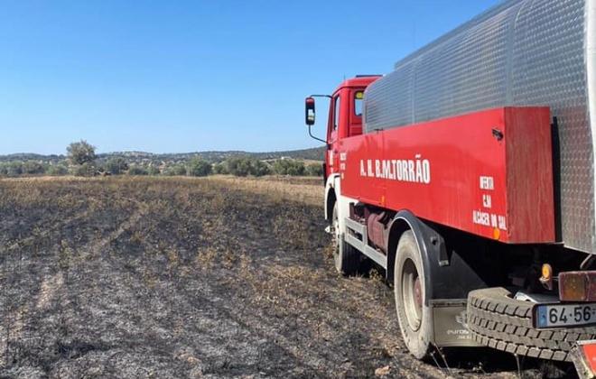 Incêndio consumiu área agrícola na freguesia de Torrão, Alcácer do Sal