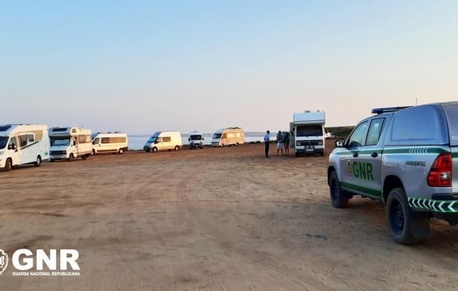 GNR regista 17 infrações por campismo e caravanismo ilegal no Litoral Alentejano