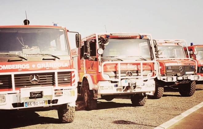 Bombeiros combatem incêndio junto da praia da Aberta Nova, em Melides