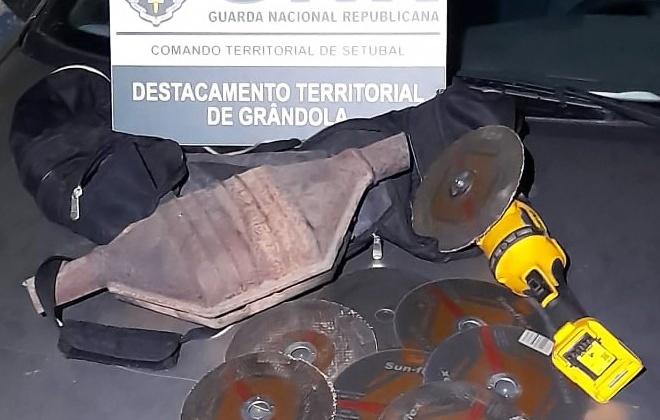 GNR deteve dois homens em Grândola por furto de catalisador e condução perigosa